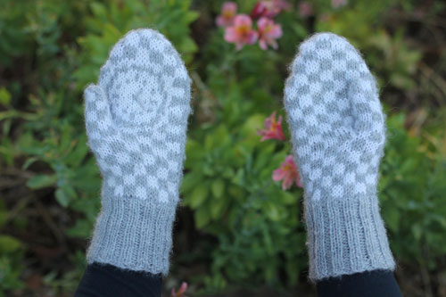 Knitting Rhyme In Through The Bunny Hole : Bear ears down the rabbit hole mitten pattern
